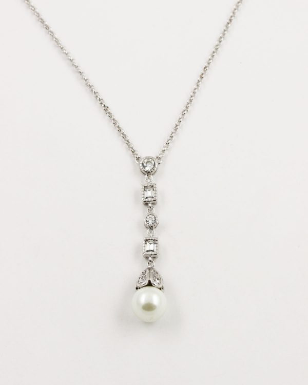 simple antique pearl necklace