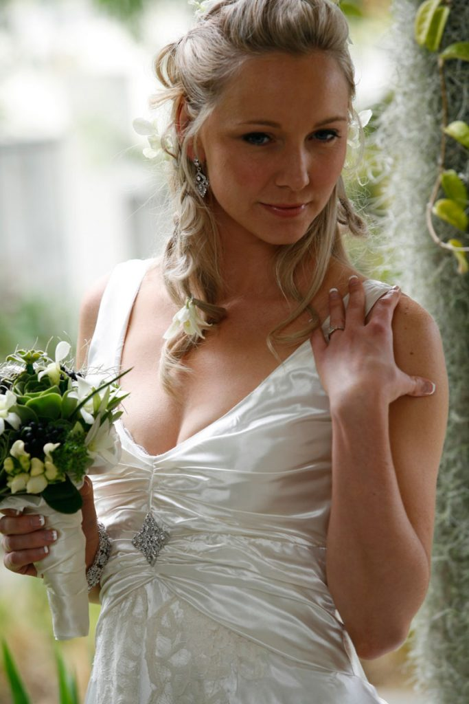 Gorgeous bride wearing our Taj brooch
